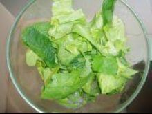 Jak dokładnie oczyścić sałatę