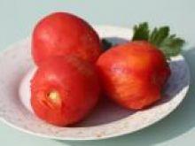 Jak usunąć skórkę z pomidora
