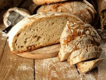 Chleb drożdżowy i różne rodzaje zaczynów