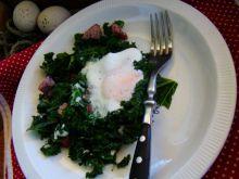 Jarmuż z jajkiem sadzonym