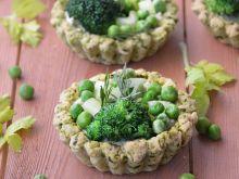 Jarmużowe tartaletki z zielonymi warzywami