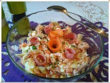 Jarzynowa sałatka z salami na ostro