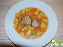 Jarzynowa zupa  z mięsnymi pulpetami