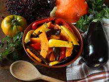Jesienna sałatka z pieczonych warzyw