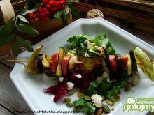 Jesienny szaszłyk na sałacie z tofu