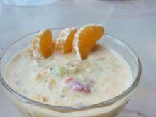Jogurt z owocami i likierem