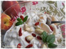 Jogurtowa przekąska z samymi pysznościami