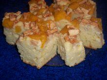 Jogurtowe ciasto z jabłkami i brzoskwiniami