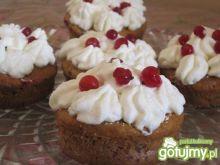 Jogurtowe muffinki z bitą śmietaną