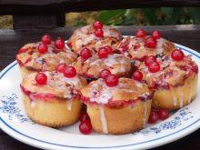 Jogurtowe muffinki z czerwoną porzeczką