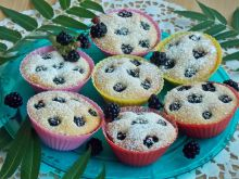 Jogurtowe muffinki z jeżynami