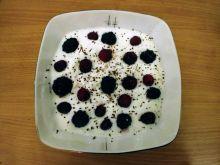 Jogurtowe śniadanie z płatkami owsianymi i owocami