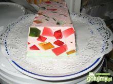Jogurtowy blok z galaretkami.