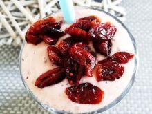Jogurtowy koktaj z borówkami oraz żurawiną