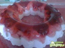 Jogurtowy torcik z truskawkami