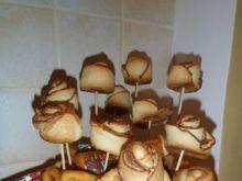 Jubileuszowy koszyk ze słodkościami