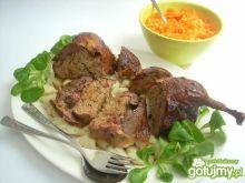 Kaczka pieczona z farszem mięsym