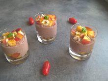 Kakaowa owsianka z chia, nektarynką i migdałami