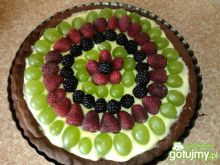Kakaowa tarta z budyniem i owocami