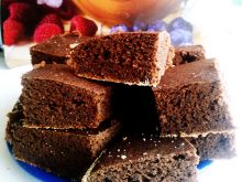 Kakaowe ciasto z fasoli z olejkiem migdałowym