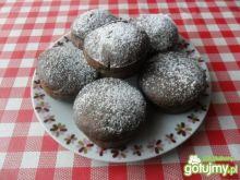 Kakaowe muffiny nadziewane serem