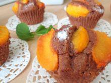 Kakaowe muffiny z brzoskwiniami