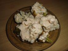 Kalafior i brokuł na parze z sosem serowym