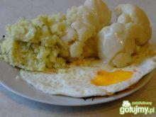 Kalafior na parze z jajkiem sadzonym