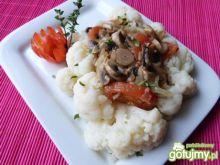 Kalafior z pieczarkami i pomidorami