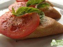 Kanapeczki na mozzarelli i pomidorze