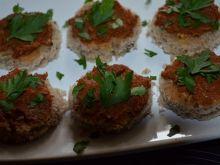 Kanapeczki z sałatką z makreli