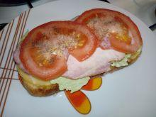 Kanapka na grillowanym chlebie