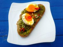 Kanapka z awokado i jajkiem
