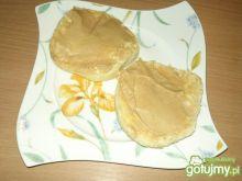Kanapka z domowym masłem orzechowym