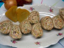 Kanapki w tortilli z pastą z makreli i selera