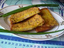 Kanapki z chleba panierowane w jajku i opiekane