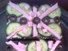 kanapki z ogórkiem i polędwicą