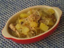 Kapuśniak z łopatką wieprzową i ziemniakami