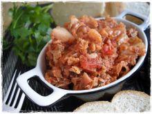 Kapusta włoska z boczkiem i pomidorami
