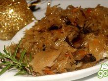 Kapusta z grzybami doprawiana piernikiem
