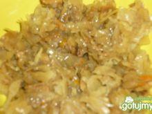 Kapusta z marchewką i grzybami