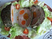 Karkówka nadziewana morelami i marchewką