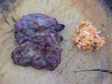 Karkówka w sosie sojowym z sałatką z marchewki