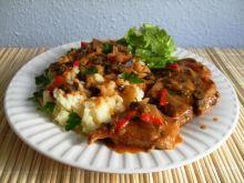 Karkówka w sosie z pieczarkami