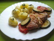 Karkówka z cukiną i pomidorami