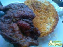 Karkówka z pikantną grzanką z grilla