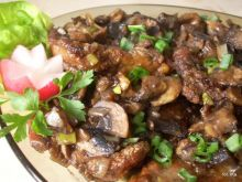 Karkówka z sosem sojowym i pieczarkami