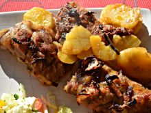 Karkówka zapiekana z ziemniaki i pieczarkami