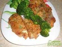 Karp z ziołami, pieprzem i brokułem
