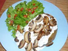 Kartofel z twarozkiem i grzybkami.